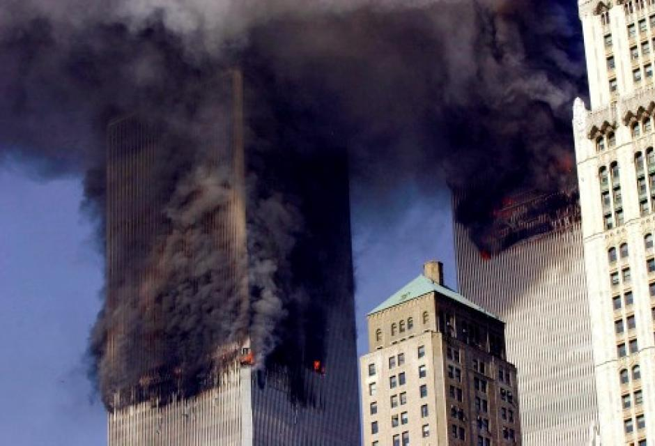 World Trade Center arde en llamas